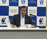 会見する日本化学工業協会の淡輪会長(20日、都内)