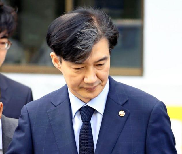 疑惑を抱えたまま法相に任命された曺国氏(17日、ソウル)=聯合・共同