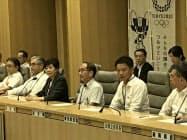 庁議であいさつする宮坂氏(20日、写真手前右から2人目)