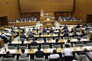 補正予算案は与党などの賛成多数で可決・成立した(20日、横浜市議会)