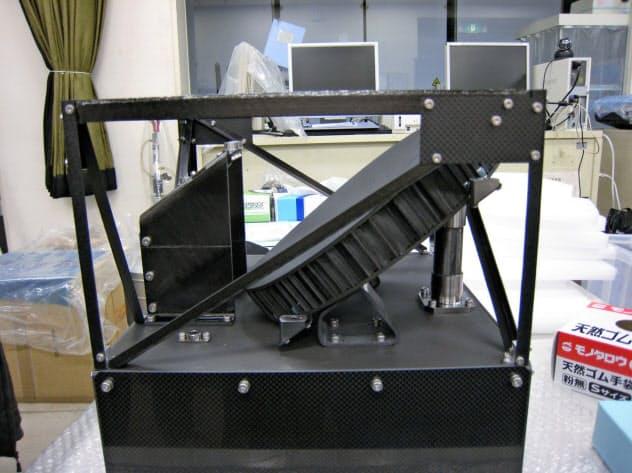 テラヘルツ波を利用するセンサーは、アンテナや構造にCFRPを世界で初めて使用して軽量化する(JAXA、NICT、大阪府立大提供)