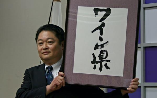 「ワイン県」を宣言した山梨県の長崎幸太郎知事(8月、山梨県庁)