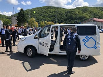 クレメンテックは乗り合いEVの運行を管理(北海道厚沢部町)