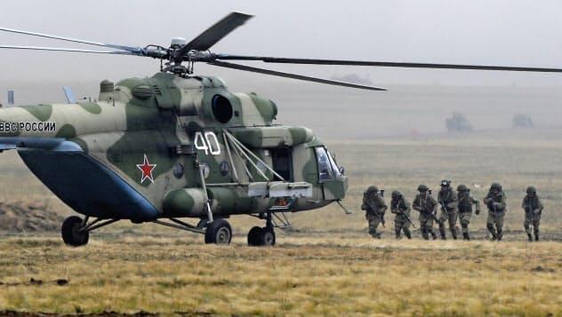 20日、ロシア・オレンブルク州で実施中の合同軍事演習=AP
