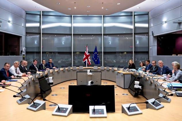 20日、ブリュッセルのEU本部で開かれた英国とEUの協議=ロイター