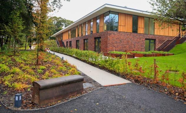 観光施設として整備された孤児院の跡地(英リバプール)=英PA通信・共同