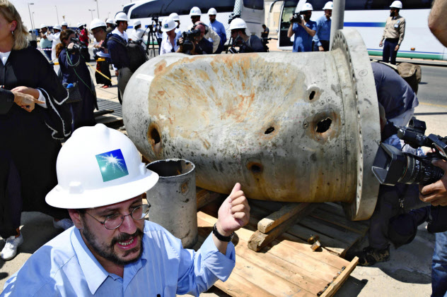 サウジアラビア東部クライスの損傷を受けた石油プラントの一部=共同