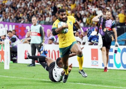 後半、突進しトライを決めるオーストラリアのコロイベティ