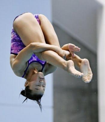 女子3メートル板飛び込み決勝 優勝した三上紗也可(21日、金沢プール)=共同