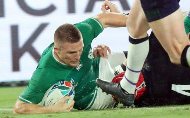 後半、トライを決めるアイルランドのコンウェー