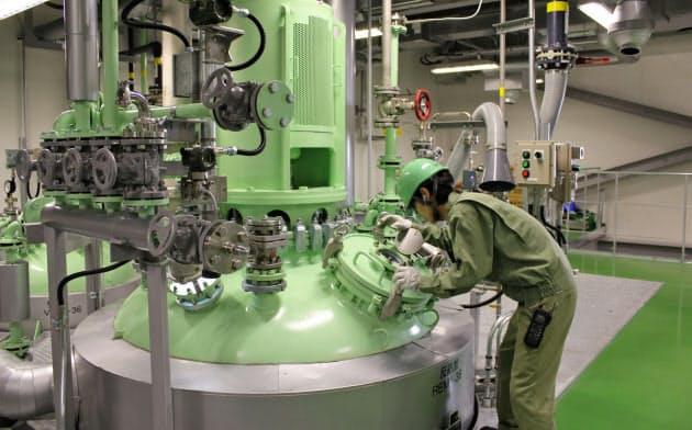 東和薬品グループは原材料の内製化を進める(兵庫県福崎町の大地化成の工場)