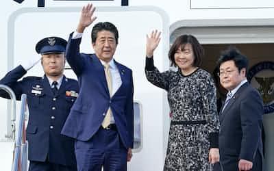 国連総会出席のためニューヨークへ出発する安倍首相(23日、羽田空港)