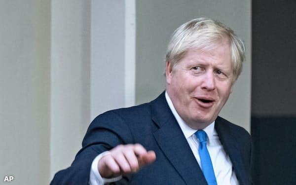 ジョンソン英首相は難しい判断を迫られる=AP