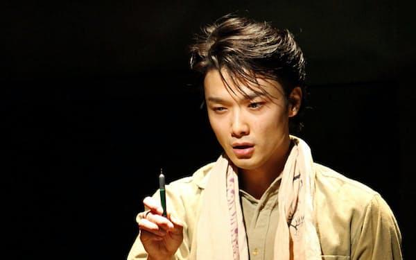 2012年に再演された「組曲虐殺」で小林多喜二を演じる井上芳雄(こまつ座提供)