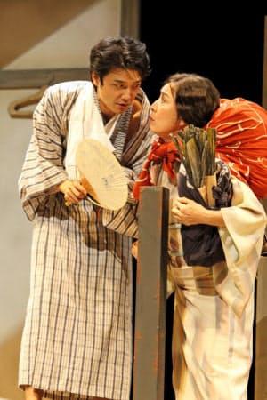 2012年に再演された「組曲虐殺」の井上芳雄(左)と高畑淳子(こまつ座提供)