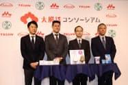 コンソーシアムの設立を発表した各社の代表(24日、東京都内)