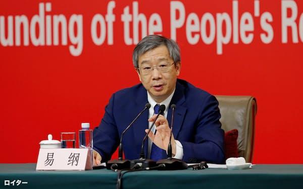 中国人民銀の易綱総裁が「デジタル人民元」に具体的に言及するのは異例(24日の記者会見、北京)=ロイター