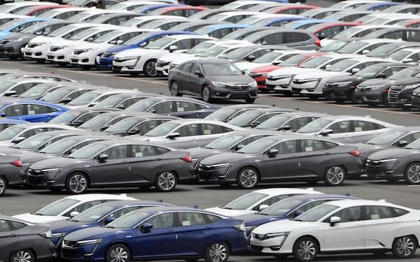 北米に輸出されるため港に並ぶ日本車