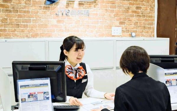 若い人ほど海外旅行の相談を店頭でする傾向がある
