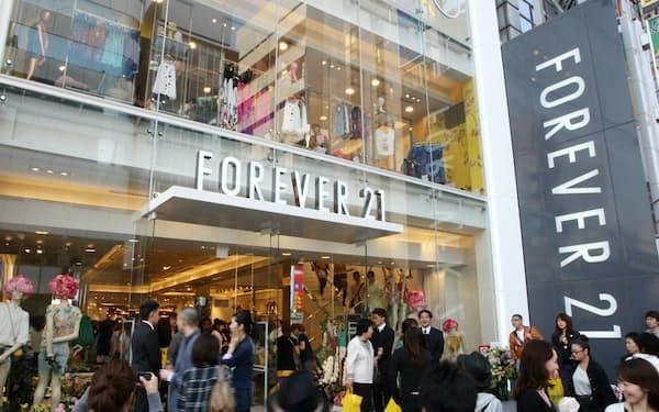 東京・原宿にオープンした米カジュアル衣料品店「フォーエバー21」の店舗(2009年4月30日、東京都渋谷区)