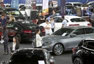 タイは輸出が減少し、消費にも陰りが出ている(8月、バンコクの自動車展示会)