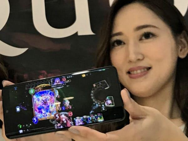 シャープが発売する、ゲームの操作性を向上させたスマートフォン