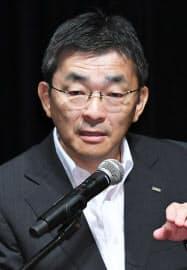 講演するKDDIの高橋誠社長(25日、東京都千代田区)