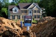 住宅ローン金利の低下などで、米新築一戸建て住宅件数は8月、力強く伸びた=ロイター