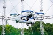 今回は空飛ぶ車の試作機を展示する