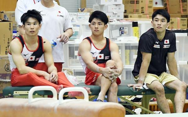 内村と白井がいない今大会、日本男子の中心となる(左から)萱、谷川翔、谷川航