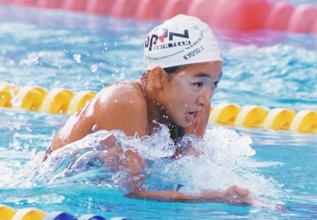 バルセロナ五輪・競泳、女子200メートル平泳ぎで優勝した岩崎恭子の力泳=1992年7月27日、バルナト・ピコルネル・プール