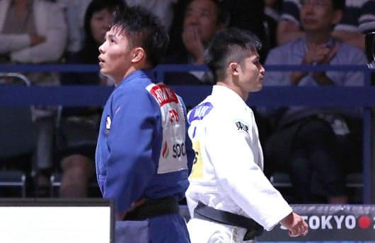 柔道の世界選手権男子66キロ級準決勝で阿部(左)を破った丸山