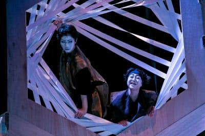 2018年に上演された同劇団による忠臣蔵シリーズの1作目「忠臣蔵・序 ビッグバン/抜刀」(撮影=松山 隆行)