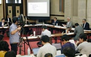「あいちトリエンナーレ2019」で中止となった企画展「表現の不自由展・その後」を巡り、愛知県庁で開かれた検証委の会議(25日午後)=共同