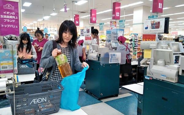 イオン北海道の店舗では85%を超える客がレジ袋を辞退する(札幌市内の店舗)