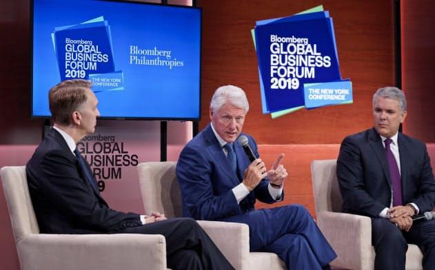 気候変動リスクを議論する国際会議にはクリントン元大統領も出席した(ブルームバーグ提供)