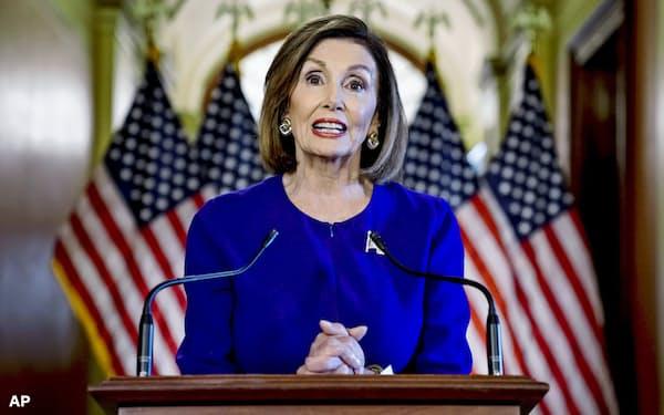 トランプ大統領の弾劾調査への着手は民主党のペロシ下院議長にとっては最後の大きな功績になると同時に、党へは大きな打撃となりそうだ=AP