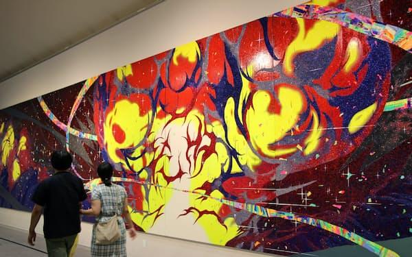 藤原葵さんの「Conflagration」では巨大な絵画で爆発が表現されている
