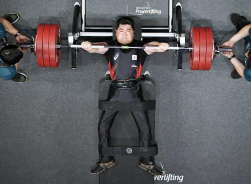 男子88キロ級、190キロに成功した大堂秀樹(27日、東京国際フォーラム)=共同