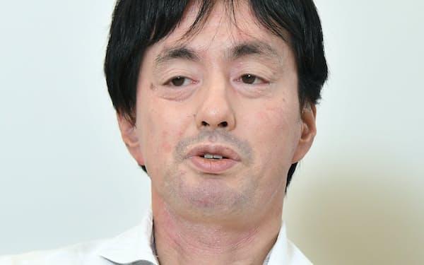 インタビューに答えるメルカリの山田進太郎社長兼CEO(27日、東京都港区)
