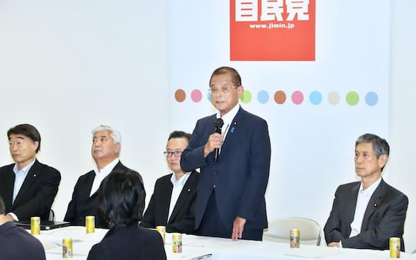 自民党憲法改正推進本部の会合(17年9月、自民党本部)
