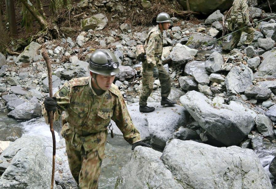 7歳女児を240人で捜索 山梨、不明から1週間: 日本経済新聞