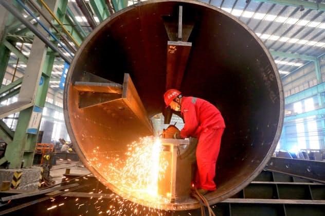 中国の工業生産は米国との貿易戦争の影響もあり急速に伸びが鈍っている(四川省で、ロイター)