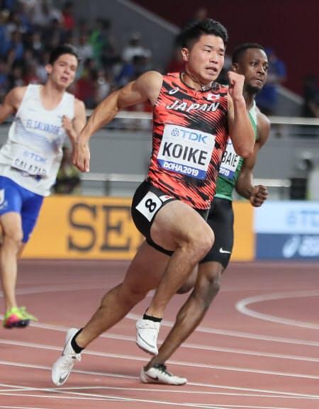 男子200メートル予選で敗退した小池(中)=山本博文撮影