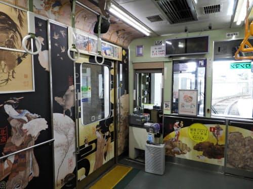 福田美術館が収蔵する名画の画像を車両の内外に装飾した「嵐電MUSEUM TRAIN『走る美術館』」