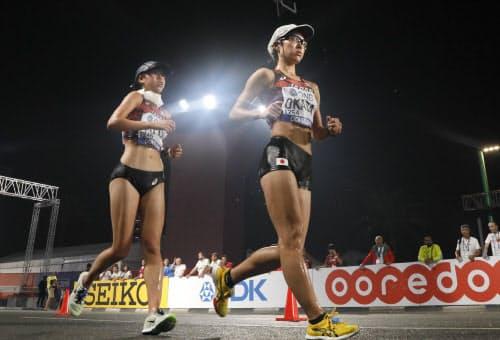 女子20キロ競歩で6位の岡田(右)と7位の藤井=山本博文撮影
