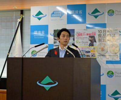 小泉環境相は関電の金品受領問題を批判した(1日、東京・千代田)