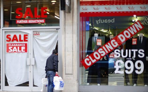 小売業の経営破綻に伴い、大量解雇のニュースも目立つ=ロイター