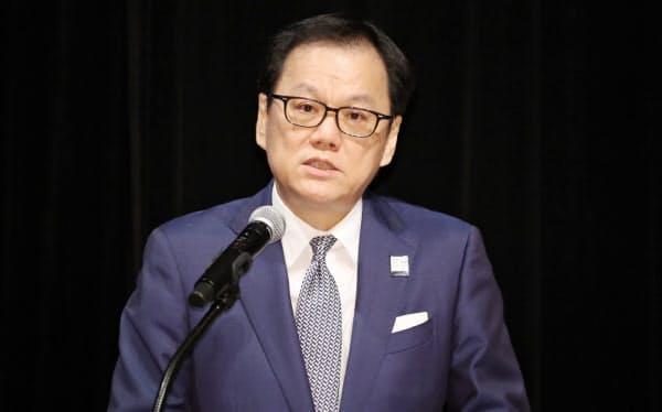 講演するみずほフィナンシャルグループの坂井社長(1日、東京・大手町)