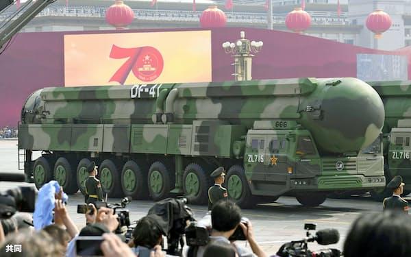 米本土を攻撃可能な多弾頭式大陸間弾道ミサイル「東風(DF)41」(共同)